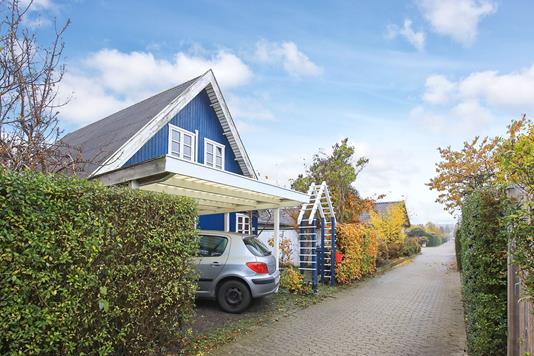 Villa på Azaleagangen i København S - Carport