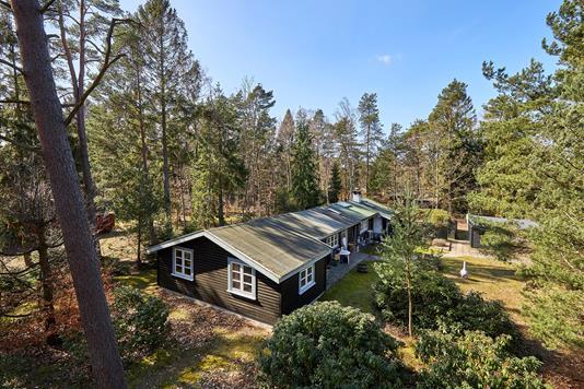 Fritidsbolig på Skovbovej i Frederiksværk - Ejendommen