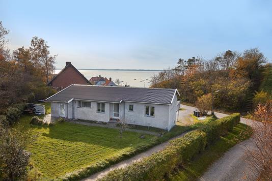 Villa på Bjørnedalsvej i Frederiksværk - Ejendommen