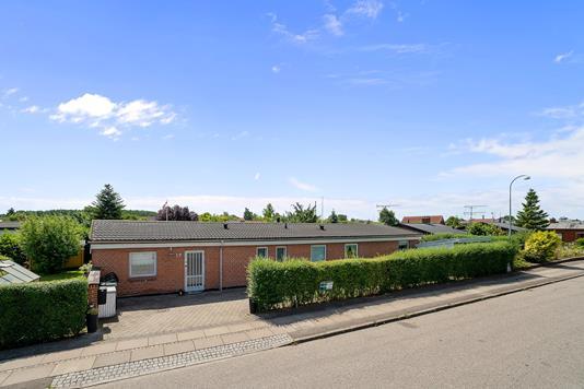 Villa på Avedøre Enghavevej i Hvidovre - Set fra vejen