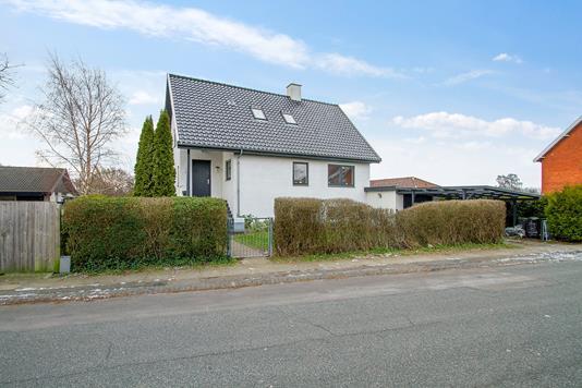 Villa på Strandløbervej i Hvidovre - Set fra vejen