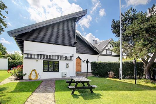 Villa på Dansborg Alle i Hvidovre - Ejendommen