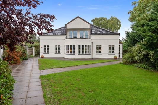 Villa på Hvidovre Strandvej i Hvidovre - Set fra vejen