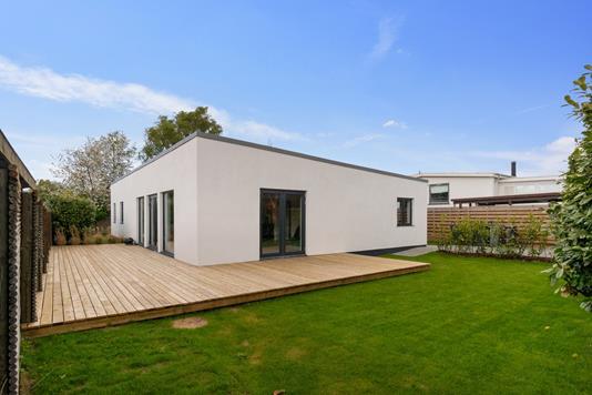 Villa på Priamos Alle i Hvidovre - Set fra haven