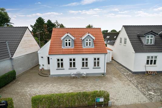 Villa på Nørreled i Odder - Set fra vejen