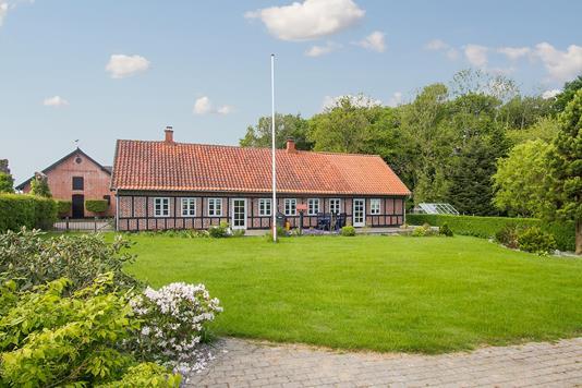 Landejendom på Rørth Ellevej i Odder - Ejendommen