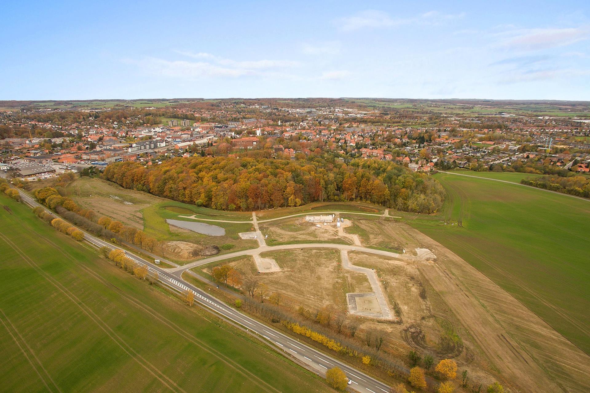 Helårsgrund på Præstelunden i Odder - Luftfoto