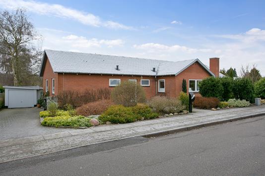 Villa på Østermarksvej i Odder - Set fra vejen