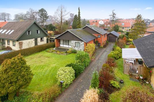 Villa på Rodstensgade i Odder - Set fra vejen