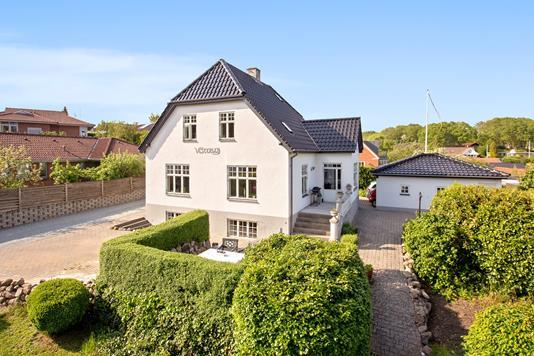 Villa på Snærildvej i Odder - Set fra vejen