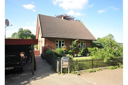 Villa på Oldrupvej i Hundslund - Set fra vejen