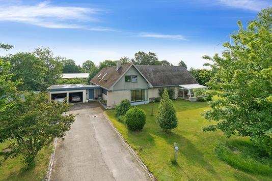 Villa på Blichersvej i Odder - Set fra vejen