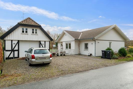 Villa på Sondrupvej i Hundslund - Set fra vejen