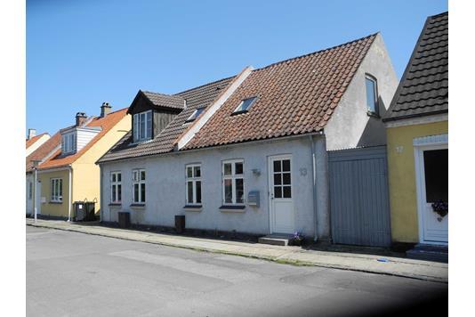 Villa på Kirkegaardsvej i Nykøbing F - Ejendommen