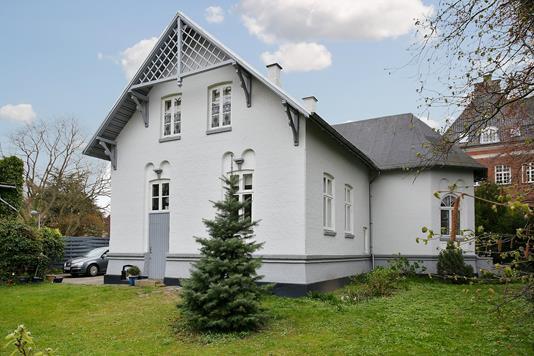 Villa på Dronningensgade i Nykøbing F - Ejendommen