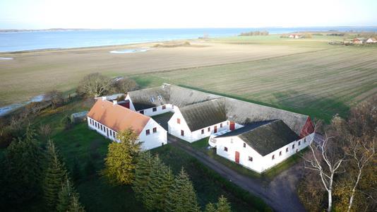 Landejendom på Skovby Tværvej i Nørre Alslev - Ejendommen