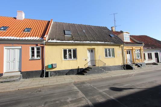 Villa på Adelgade i Nysted - Ejendommen