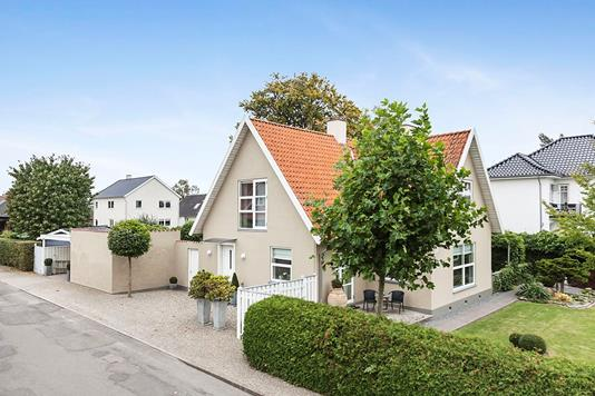 Villa på Sundby Alle i Nykøbing F - Ejendommen
