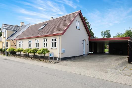 Villa på Karlsfeltvej i Stubbekøbing - Ejendommen