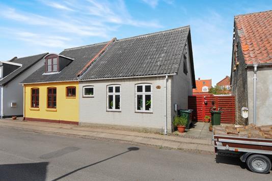 Villa på Nedergade i Nykøbing F - Ejendommen