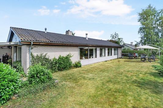 Villa på Stenkær i Smørum - Ejendommen
