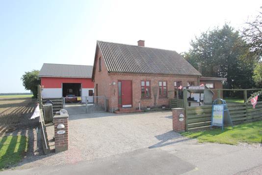 Landejendom på Nystedvej i Toreby L - Ejendommen