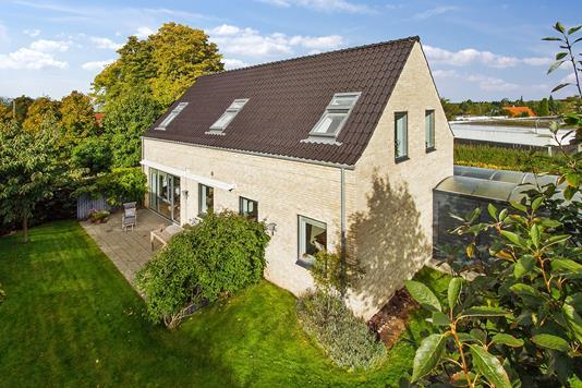 Villa på Himmelevgårdsvej i Roskilde - Set fra vejen