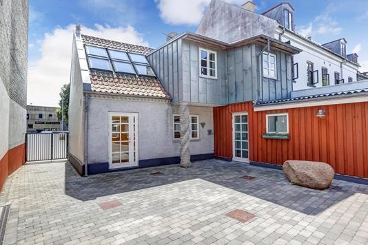 Villa på Jernbanegade i Roskilde - Ejendommen