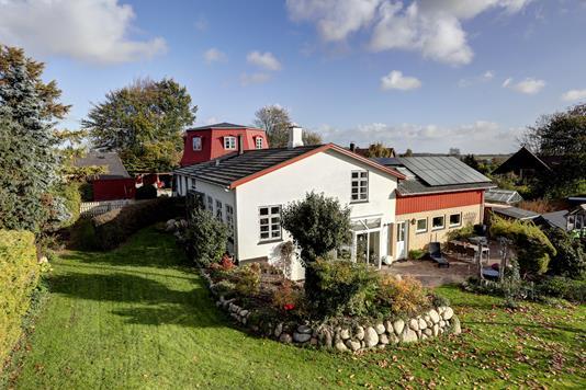 Villa på Kirkevej i Kirke Hyllinge - Ejendommen
