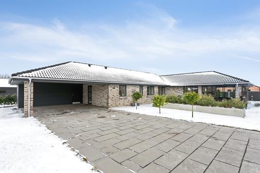 Villa på Nørregårds Alle i Hørning - Set fra vejen