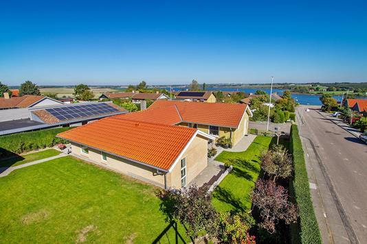 Villa på Møllegårdsparken i Solbjerg - Set fra haven