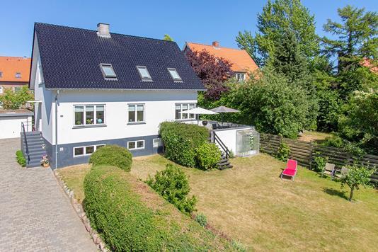 Villa på Rosenvangs Allé i Højbjerg - Set fra vejen