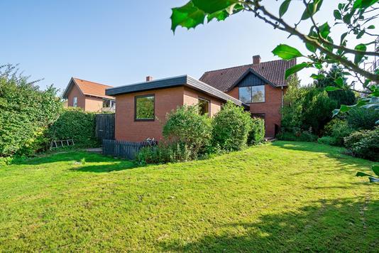 Villa på Harald Giersings Allé i Højbjerg - Set fra haven