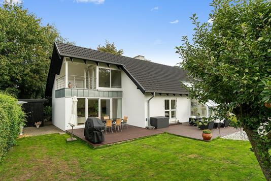 Villa på Dalvangen i Højbjerg - Set fra haven