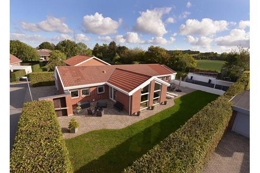 Villa på Laurbærvænget i Tranbjerg J - Ejendommen