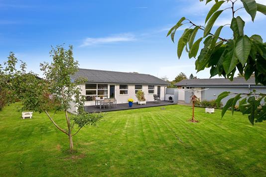 Villa på Kirkevænget i Tranbjerg J - Set fra haven
