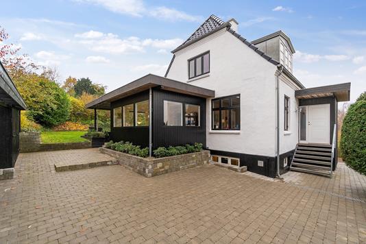 Villa på M.C. Holsts Vej i Højbjerg - Set fra vejen
