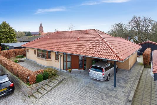Villa på P. Langs Vej i Højbjerg - Set fra vejen