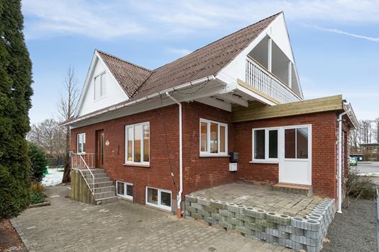 Villa på Østergårdsvej i Solbjerg - Set fra vejen