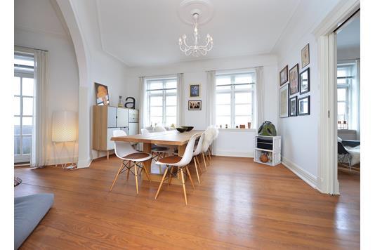 Ejerlejlighed på Rosenvangs Allé i Højbjerg - Spisestue