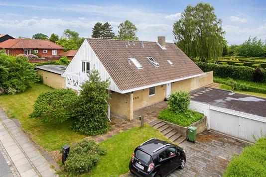 Villa på Jyllands Alle i Højbjerg - Set fra vejen