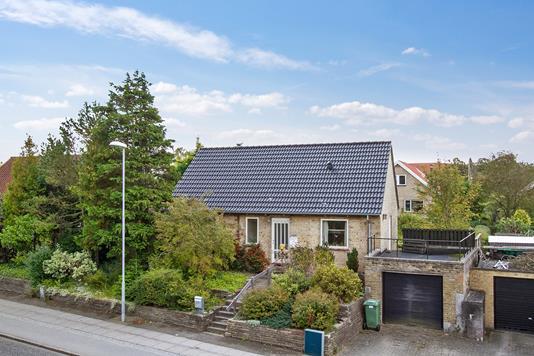 Villa på Holmevej i Højbjerg - Set fra vejen