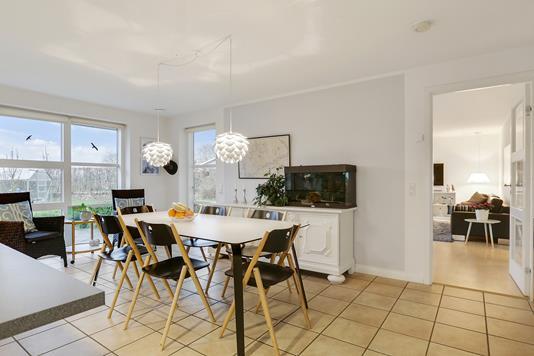 Villa på Byagervænget i Beder - Køkken alrum