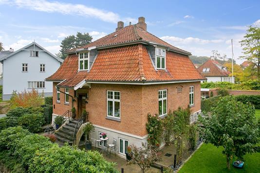 Villa på Carl Nielsens Vej i Aarhus C - Ejendommen