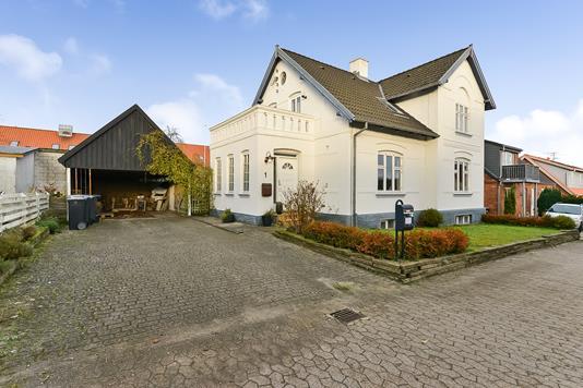 Villa på Tværstien i Langå - Ejendommen
