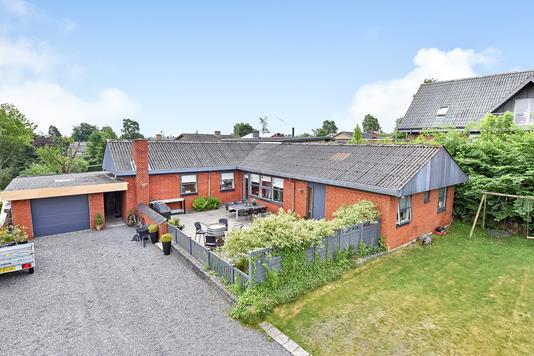 Villa på Tebbestrupvej i Randers SV - Ejendommen