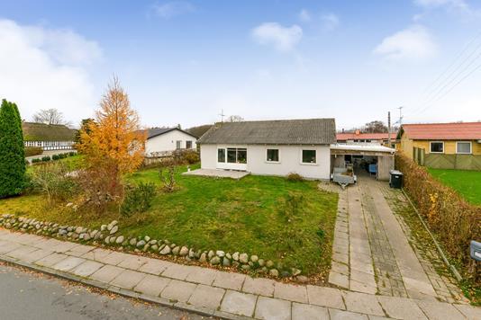 Villa på Helstedvej i Randers NV - Ejendommen