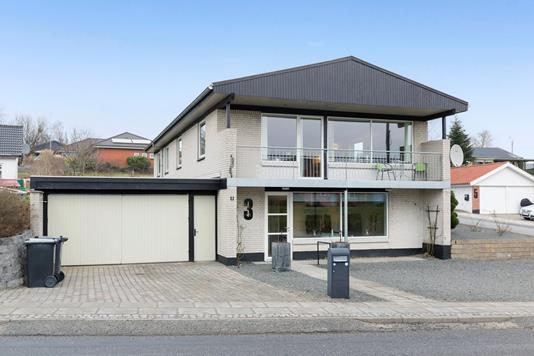 Villa på Stationsvej i Langå - Ejendommen