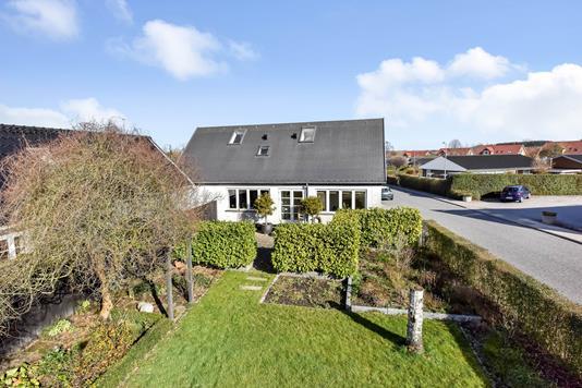 Villa på Landlystvej i Randers SØ - Ejendommen
