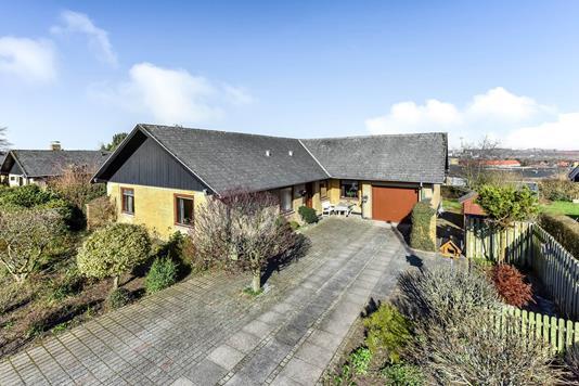 Villa på Dronning Margrethes Vej i Randers SØ - Ejendommen